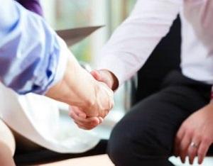 Работник непосредственно участвует в получении прибыли компанией
