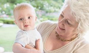 На месте матери может быть бабушка