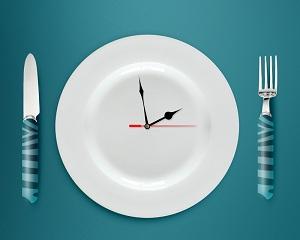 Время обеда устанавливает работодатель.