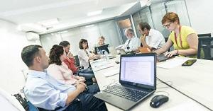 Из кого должна состоять комиссия по проверке знаний требований охраны труда